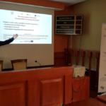 Prof. Sebastian Majewski podczas omawiania wyników ankiet